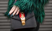woman wearing green fur jacket | Fashion and ethic | Ipsos